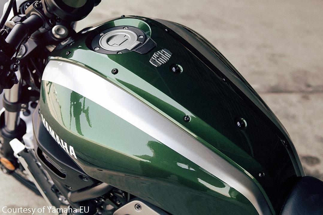 2016_YAM_XSR700-motorcycle